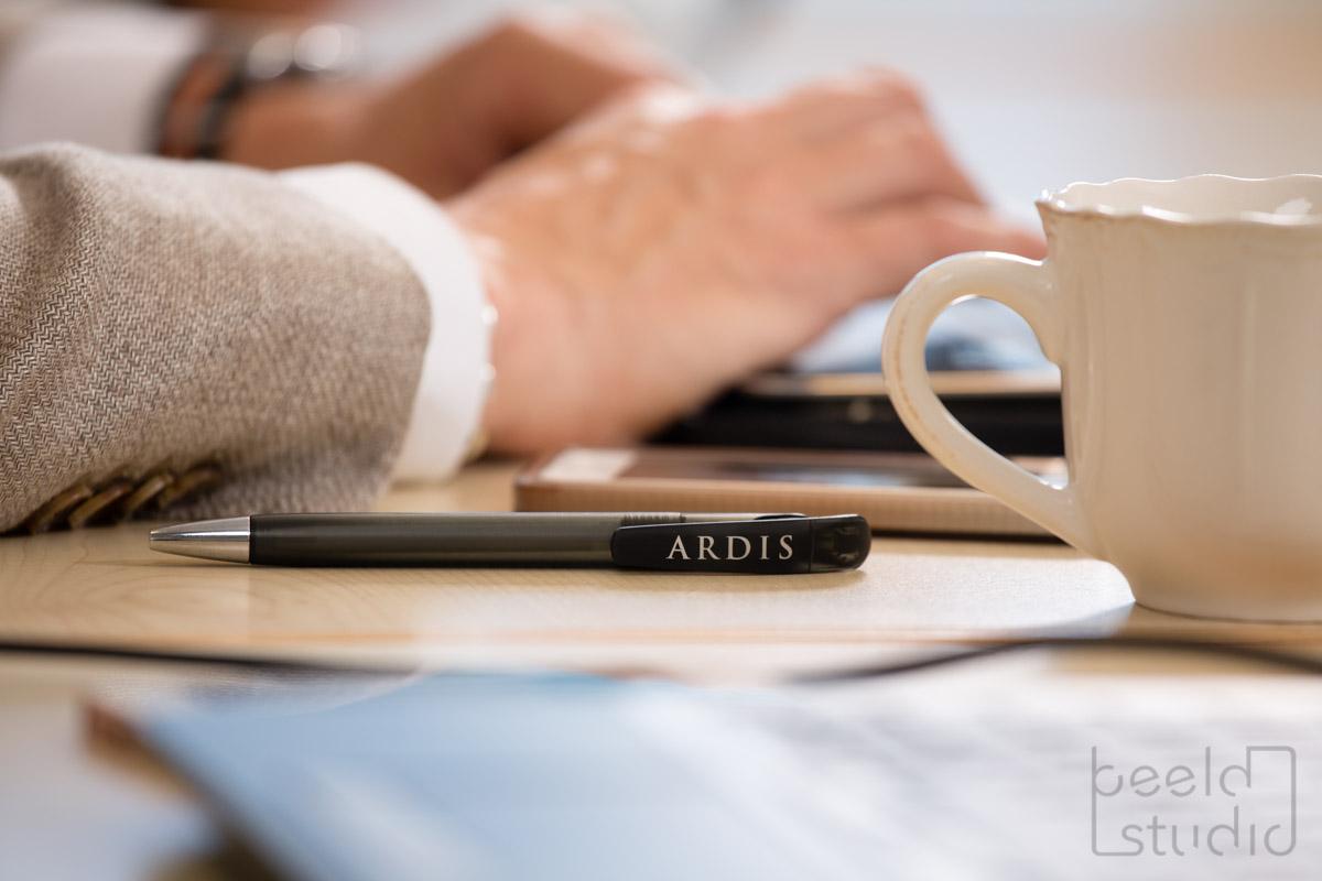Detailfoto tijdens een vergadering van een organisatieadviesbureau