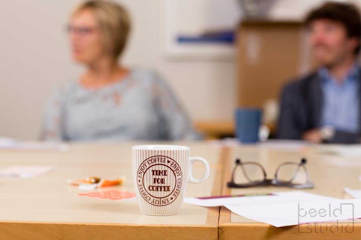 Tijd voor koffie tijdens een vergadering van een organisatieadviesbureau